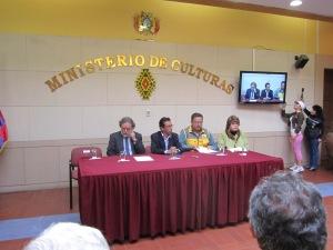 La mesa durante el discurso del Viceministro de Interculturalidad.